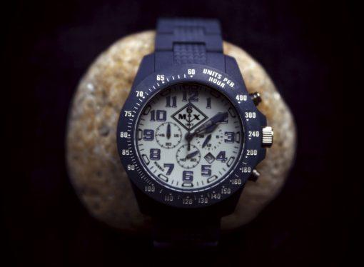 Часы из фибергласса
